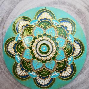 Türkiz Erő Mandala, Otthon & Lakás, Dekoráció, Mandala, Festett tárgyak, 15 centis átmérőjű fényfogót festettem üvegfestékkel, plexi alapra. A termék mindkét oldala festett...., Meska