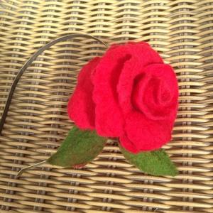 Piros nemez rózsa  hajpánt   (napnemez) - Meska.hu