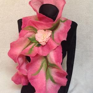 Merinoi nemez sál tavaszi virágokkal, Táska, Divat & Szépség, Sál, sapka, kesztyű, Ruha, divat, Sál, Nemezelés, Ez a gyönyörü sál a legpuhább merinoi gyapjubol készült.\n\nA tavaszi virágzás ihlette zöld rózsaszin ..., Meska