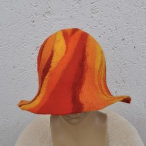 Piros narancs nemez kalap. Láva mintás Kézzel nemezelt szaunasapka. Nemez szaunakalap egyedi mintával. Készleten!, Kalap, Sál, Sapka, Kendő, Ruha & Divat, Nemezelés, Egyedi nemez kalap a legpuhább merinoi gyapjubol!\n\nKézi festésü szinátmenetes gyapjuból készült gyön..., Meska