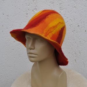 Piros narancs nemez kalap. Láva mintás Kézzel nemezelt szaunasapka. Nemez szaunakalap egyedi mintával. Készleten! (napnemez) - Meska.hu