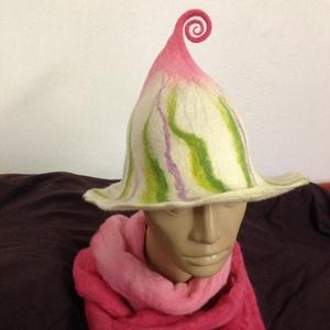 Tündèr nemez kalap. Zöld rózsaszin nemezelt szaunasapka. Nemez szaunakalap egyedi mintával. , Kalap, Sál, Sapka, Kendő, Ruha & Divat, Nemezelés, Egyedi nemez kalap a legpuhább merinoi gyapjubol!\n\nKézi festésü szinátmenetes gyapjuból készült gyön..., Meska