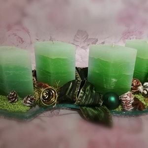 Zöld gyertyás adventi koszorú, üvegtál, Karácsony & Mikulás, Adventi koszorú, Virágkötés, Hullám formájú üvegtál adventi koszorú, zöld gyertyákkal, manókkal és zöld-arany dekorációval.\nMéret..., Meska