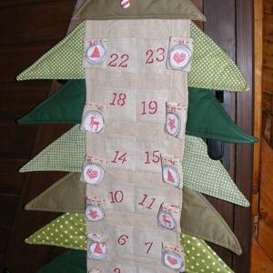 Adventi naptár, fenyőfa formájú, Dekoráció, Ünnepi dekoráció, Karácsonyi, adventi apróságok, Adventi naptár, Varrás, Zöld mintás és nyers színű vászonból  készítettem ezt a fenyőfa alakú adventi naptárt. Apró ajándék..., Meska