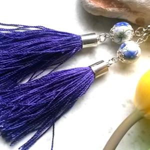 -30% kedvezmény! Lila - kék virágos fülbevaló, Ékszer, Fülbevaló, Ékszerkészítés, Most  ezen a kedvező áron vásárolhatod meg a terméket. Gyöngyház fényű, lila  bojtos, cérnából kész..., Meska
