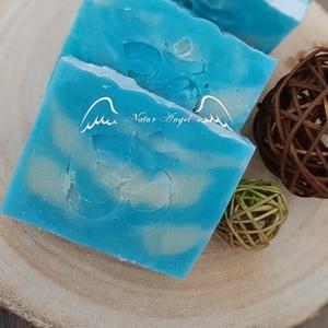 Natúr szappan - Zöldalma illattal, Szépségápolás, Szappan & Fürdés, Szappan, Szappankészítés, Natúr szappan - Zöldalma illattal\n\nTermészetes alapanyagok, többek között olívaolaj és szőlőmagolaj ..., Meska