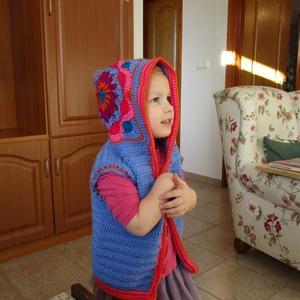 Kislány mellény kapuncnival, Pulóver, Babaruha & Gyerekruha, Ruha & Divat, Horgolás, Nagyon kellemes anyagból készült ez a kapucnis mellény. Finom meleg. Kapucnija különleges mintával k..., Meska