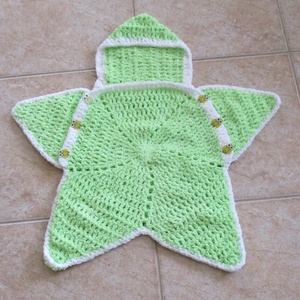 Csillag alakú zöld horgolt babazsák kapucnival, Táska, Divat & Szépség, Ruha, divat, Gyerekruha, Baba (0-1év), Gyerek & játék, Gyerekszoba, Falvédő, takaró, Baba-mama kellék, Horgolás, Finom zsenília fonalból horgoltam ezt a babazsákot kapucnival. Elöl legombolható. Szép kis baglyos g..., Meska
