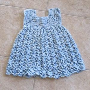 Kék-fehér cirmos horgolt kislány ruha, Ruha, Babaruha & Gyerekruha, Ruha & Divat, Horgolás, Finom puha anyagból készült ezt a kislány ruha.\nMellbősége 50 cm, hossza 45 cm., Meska