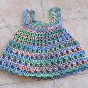 Vidám, horgolt kislány ruha, Ruha, Babaruha & Gyerekruha, Ruha & Divat, Horgolás, Nagyon különleges karakterű fonalból horgoltam ezt a kislány ruhát.\nMellbősége 50 cm, hossza 42 cm...., Meska