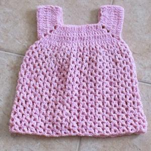 Rózsaszín zsenília horgolt kislány ruha, Ruha, Babaruha & Gyerekruha, Ruha & Divat, Horgolás, Kellemes zsenília fonalból készítettem ezt a kislány ruhát.\nMellbősége 50 cm, hossza 42 cm., Meska