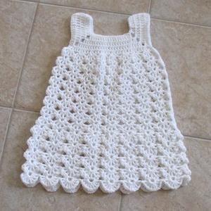 Fehér A vonalú horgolt kislány ruha, Táska, Divat & Szépség, Ruha, divat, Gyerekruha, Baba (0-1év), Gyerek (1-10 év), Kamasz (10-14 év), Horgolás, Gyönyörű mikrofiber fonalból horgoltam ezt a kislány ruhát.\nMellbősége körméret 50 cm, hossza 57 cm...., Meska