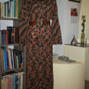 Meleg barnás horgolt ruha sálgallérral, Táska, Divat & Szépség, Ruha, divat, Kismamaruha, Női ruha, Kabát, Ruha, Horgolás, Meleg hosszú ruhát horgoltam nagy méretben. Nyakát egy mutatós sálgallér díszíti. Lefelé bővülő. Övv..., Meska
