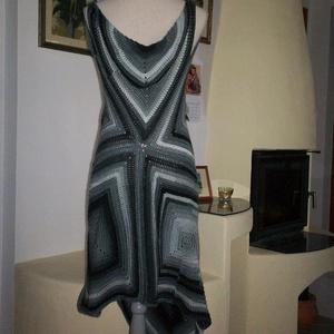 Szürke-fekete modern horgolt ruha - Meska.hu