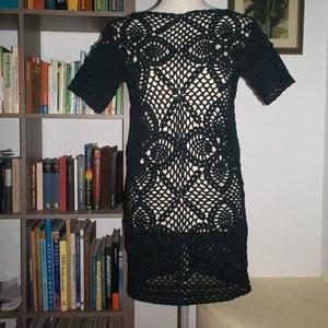 Fekete csipke rövid ruha, Táska, Divat & Szépség, Ruha, divat, Női ruha, Ruha, Estélyi ruha, Horgolás, Pamut anyagból horgoltam ezt a kis fekete ruhát.\nMellbősége 90 cm, hossza 90 cm, ujja hossza 15 cm...., Meska