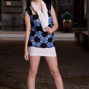 Kék négyzetes női felső, Táska, Divat & Szépség, Ruha, divat, Gyerekruha, Kamasz (10-14 év), Női ruha, Blúz, Póló, felsőrész, Horgolás, Sötétkék és világos kék színekből horgolt blokkokból állítottam össze ezt a kedves mellényt. Középva..., Meska