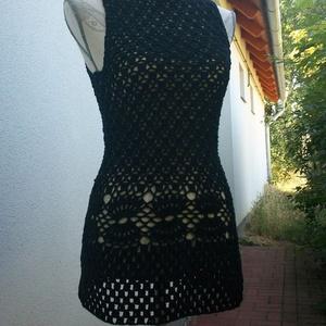 Horgolt fekete csipke női blúz, Blúz, Női ruha, Ruha & Divat, Horgolás, Pamut anyagból horgoltam ez a dekoratív női felsőrészt. Csípővonalán egy attraktív minta fut körben...., Meska