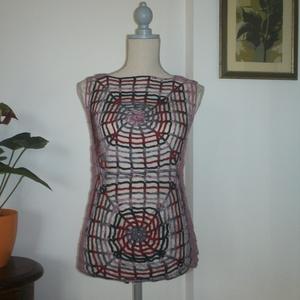 """Fekete-piros \""""pókos\"""" horgolt női felsőrész, Póló, felső, Női ruha, Ruha & Divat, Horgolás, Mint a pók a hálóját, úgy építettem fel ezt a darabot.\nMellbősége 90-95 cm, hossza 65 cm., Meska"""