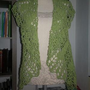 Zöld horgolt körmellény, Mellény, Női ruha, Ruha & Divat, Horgolás, Egyenes háta betéttel készült ez a csinos női felsőrész. Gallérját többféleképpen igazíthatjuk.\n\nHát..., Meska