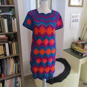 Vidám kockás horgolt ruha, Ruha, Női ruha, Ruha & Divat, Horgolás, Geometriai formák egymásra építésével készült ez a asszimmetriával érdekessé váló női ruha. Anyaga n..., Meska