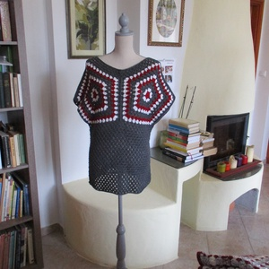 Ötszöges horgolt női felsőrész, Póló, felső, Női ruha, Ruha & Divat, Horgolás, Ötszöges mintából építettem fel ezt az izgalmas blúzt.\nMellbősége 95-100 cm, hossza 72 cm., Meska