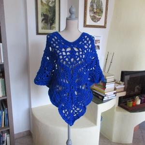 Élénk kék horgolt poncsó, Táska, Divat & Szépség, Ruha, divat, Női ruha, Poncsó, Ruha, Horgolás, Vastag, kék fémszállal díszített fonalból készítettem ezt a meleg darabot. Alkalmi viseletnek is meg..., Meska