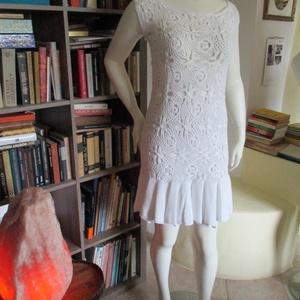 Horgolt fehér ruha modern mintával - Meska.hu