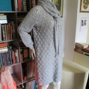 Ezüst színű horgolt női ruha, Ruha, Női ruha, Ruha & Divat, Horgolás, Középvastag fonalból horgoltam ezt a csinos női ruhát. Készítettem hozzá egy háromszög alakú levehet..., Meska