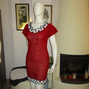 Virágokkal díszített horgolt piros női ruha - Meska.hu