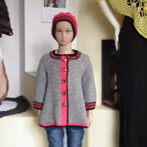 Horgolt szürke-lazac-fekete kislány kabát sapkával, Ruha & Divat, Babaruha & Gyerekruha, Pulóver, Középvastag fonalból horgoltam ezt a kislányos-nagylányos együttest. Mérete 110-es, hossza 45 cm Sap..., Meska