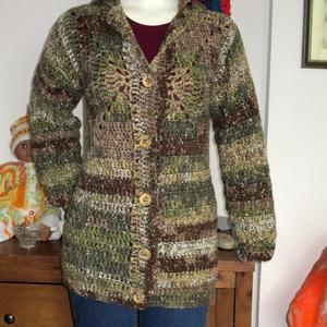 Horgolt őszi színű kardigán, Ruha & Divat, Női ruha, Pulóver & Kardigán, Horgolás, Kellemes középvastag fonalból horgoltam ezt a meleg kabátot.\nMérete M-L \nHossza 80 cm., Meska