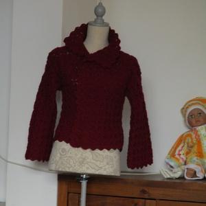 Bordó horgolt női kabát, Ruha & Divat, Női ruha, Kabát, Horgolás, Kellemes középvastag fonalból horgoltam ezt az elöl átlapolós kardigánt.\nNem tettem hozzá az összetű..., Meska