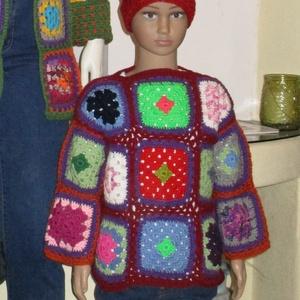 Horgolt hippi kislány pulóver, Ruha & Divat, Babaruha & Gyerekruha, Pulóver, Horgolás, Színes négyzetekből állítottam össze ezt a vidám kislány pulóvert. Minden eleme különböző színű.\nMér..., Meska