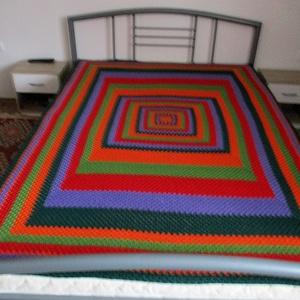 Színes horgolt ágytakaró nagyi mintával, Otthon & Lakás, Lakástextil, Ágytakaró, Kellemes középvastag fonalból, vidám színekből építettem fel ezt a takarót.  Mérete 140x200 cm...., Meska