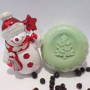 Fenyő-boróka Karácsonyi szappan, Karácsony, Táska, Divat & Szépség, Szépség(ápolás), Krém, szappan, dezodor, Növényi alapanyagú szappan, Szappankészítés, Kellemes, boróka-fenyő illatú, bőrápoló hatású, igazi ajándéknak való karácsonyi szappan!\n\nÖsszetevő..., Meska