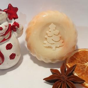 Karácsonyi tea szappan, Karácsony, Táska, Divat & Szépség, Szépség(ápolás), Krém, szappan, dezodor, Növényi alapanyagú szappan, Szappankészítés, Pálmaolaj mentes!\n\nSok-sok olíva és shea vajjal ápolja az érzékeny száraz bőrt! Az ünnepek illatát (..., Meska