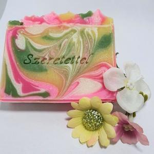 Selyemvirág pálmaolajmentes ajándékszappan, Szépségápolás, Szappan & Fürdés, Szappan, Szappankészítés, Luxus szappan egzotikus vajakkal és friss virágos illattal.\n\nösszetevők: kókusz-, shea- és mangó vaj..., Meska