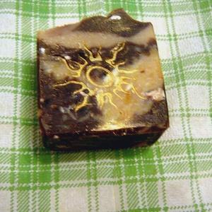 Csokis-narancs szappan, Táska, Divat & Szépség, Szépség(ápolás), Fürdőszobai kellék, Krém, szappan, dezodor, Növényi alapanyagú szappan, Szappankészítés, A különleges párosítást kedvelőknek készült ez a csokis narancs szappan.\nDús habzásról a kókusz és r..., Meska
