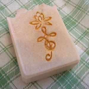 Olívás, jázmin szappan, Szépségápolás, Szappan & Fürdés, Szappan, Szappankészítés, Érzékeny bőrűek részére készítettem ezt az ápoló szappant,olívaolaj felhasználásával. A megfelelő ha..., Meska