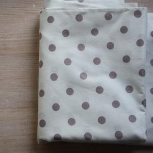 Barna pöttyös fehér, Textil, Pamut, Varrás, Textil, Szépséges Tanya Wheelan designer quilt anyag.\nMagas minőségű.\nMéret: \nAnyagszélesség kb 110 cm \nEbbő..., Meska