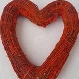 színes szív alakú koszorú , Otthon & Lakás, Dekoráció, Koszorú, Mindenmás, A vesszővel bevont 25 cm-es szalmaalap szív alakúra lett megformázva, majd lefestettem akrilfestékke..., Meska