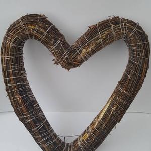 Szív koszorúalap, Otthon & Lakás, Dekoráció, Koszorú, Famegmunkálás, A fűzfavesszővel bevont 40 cm-es szalmaalap szív alakúra lett megformázva. A Valentin nap közeledtév..., Meska