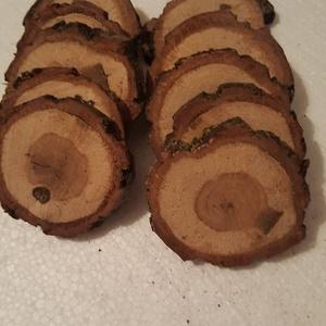 fa szelet kéreggel, Otthon & Lakás, Dekoráció, Koszorú, Famegmunkálás, Keményfa korong 6,5-7 cm átmérővel, csiszolatlan állapotban látható, mert  a további felhasználás má..., Meska