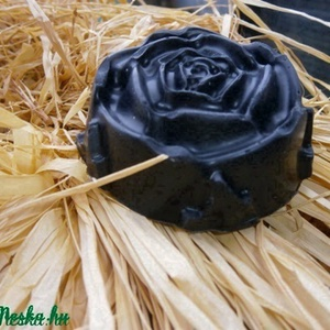 Nyírségi Prémium Fekete szappan, Szépség(ápolás), Táska, Divat & Szépség, Szappankészítés, Mitesszeres, pattanásos, zsíros és kevert bőrre ajánlott arctisztító szappan. \n--------------\n\nHaszn..., Meska