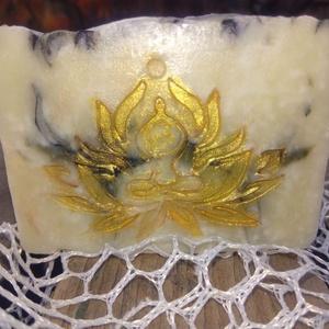 Nyírségi Családi Gyöngyvirágos kecsketejes szappan, Szépség(ápolás), Táska, Divat & Szépség, Szappankészítés, Házi kecsketejjel, gyöngyvirág illóolaj felhasználásával készítettük.\n\nKemény tapintású, finom illat..., Meska
