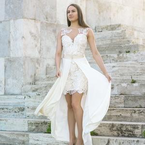 Edana esküvői ruha, Esküvő, Esküvői szett, Varrás, Beige és törtfehér csipke kombinálásával készült ruha. Szoknyarész levehető. 38 méret. Hossza 93 cm...., Meska
