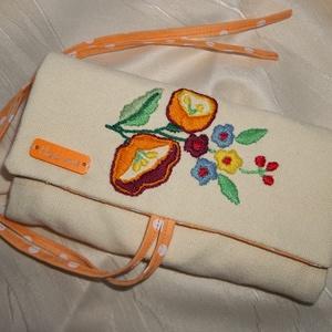 Kézzel hímzett ékszertartó narancs virágos (NBibi) - Meska.hu