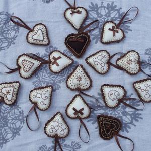 Karácsonyi szíveim (vegyes), Dekoráció, Otthon & lakás, Karácsony, Ünnepi dekoráció, Karácsonyfadísz, Karácsonyi dekoráció, Hímzés, Horgolás, A csomagba tizenhat darab hímzett szívecske tartozik. A szíveket különböző mintákkal díszítettem. A ..., Meska