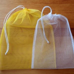 3 db-os tüllzsák-szett bevásárláshoz, ajándék tárolóval - sárga / fehér (nectar) - Meska.hu