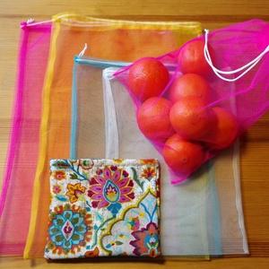 4 db-os tüllzsák-szett bevásárláshoz, ajándék tárolóval - bohém/színes (nectar) - Meska.hu